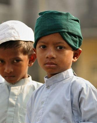 How should we choose our friends according to Islam? 2