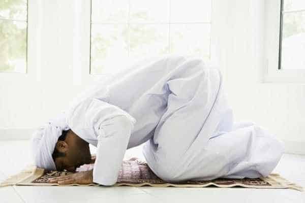 Prostrating to the Prophet!! 1